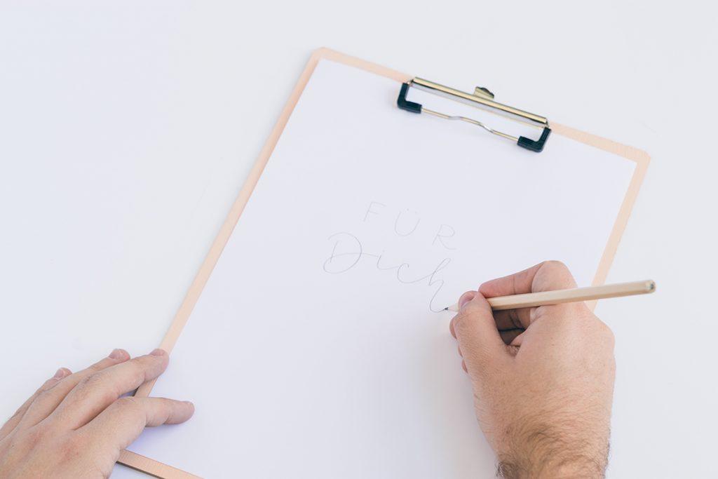 DIY Muesliglaeser mit Stiften verzieren