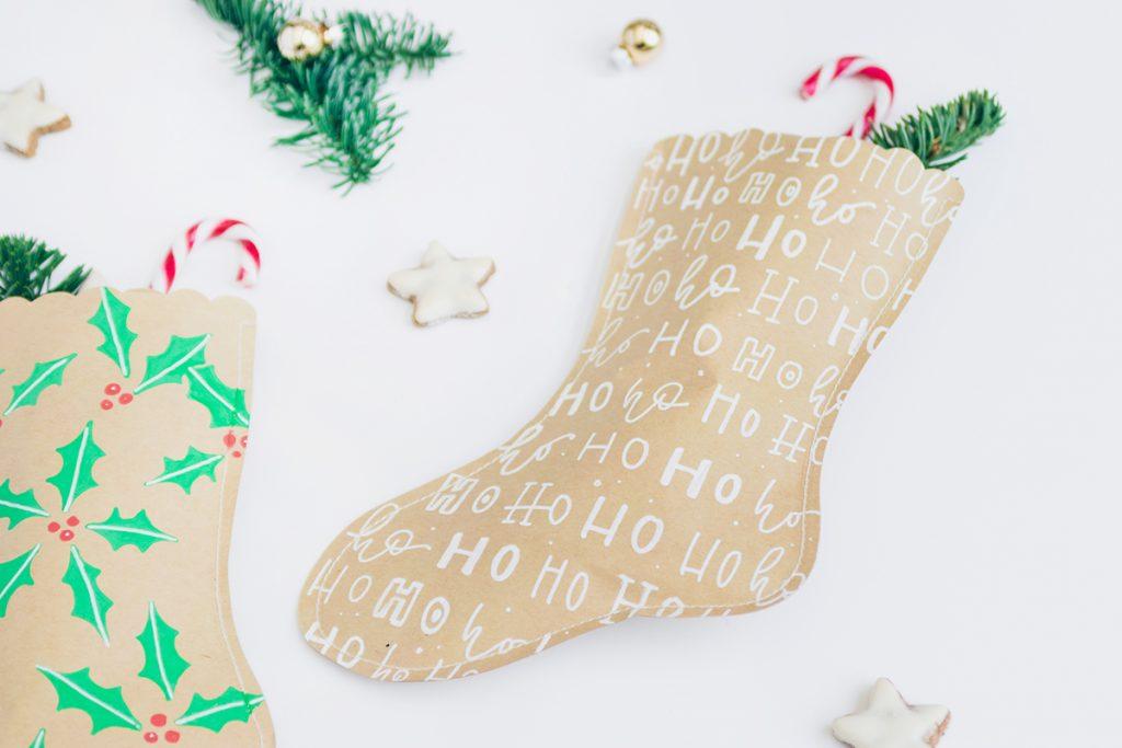 DIY: Weihnachtsstrümpfe aus Papier mit Lettering