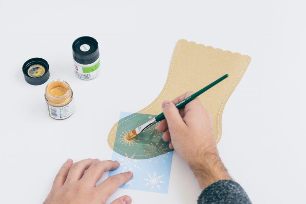 DIY: Weihnachtsstrümpfe aus Papier-Sternchen-Muster