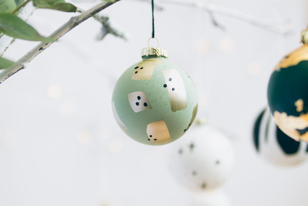 Weihnachtskugel im Geometric-Style