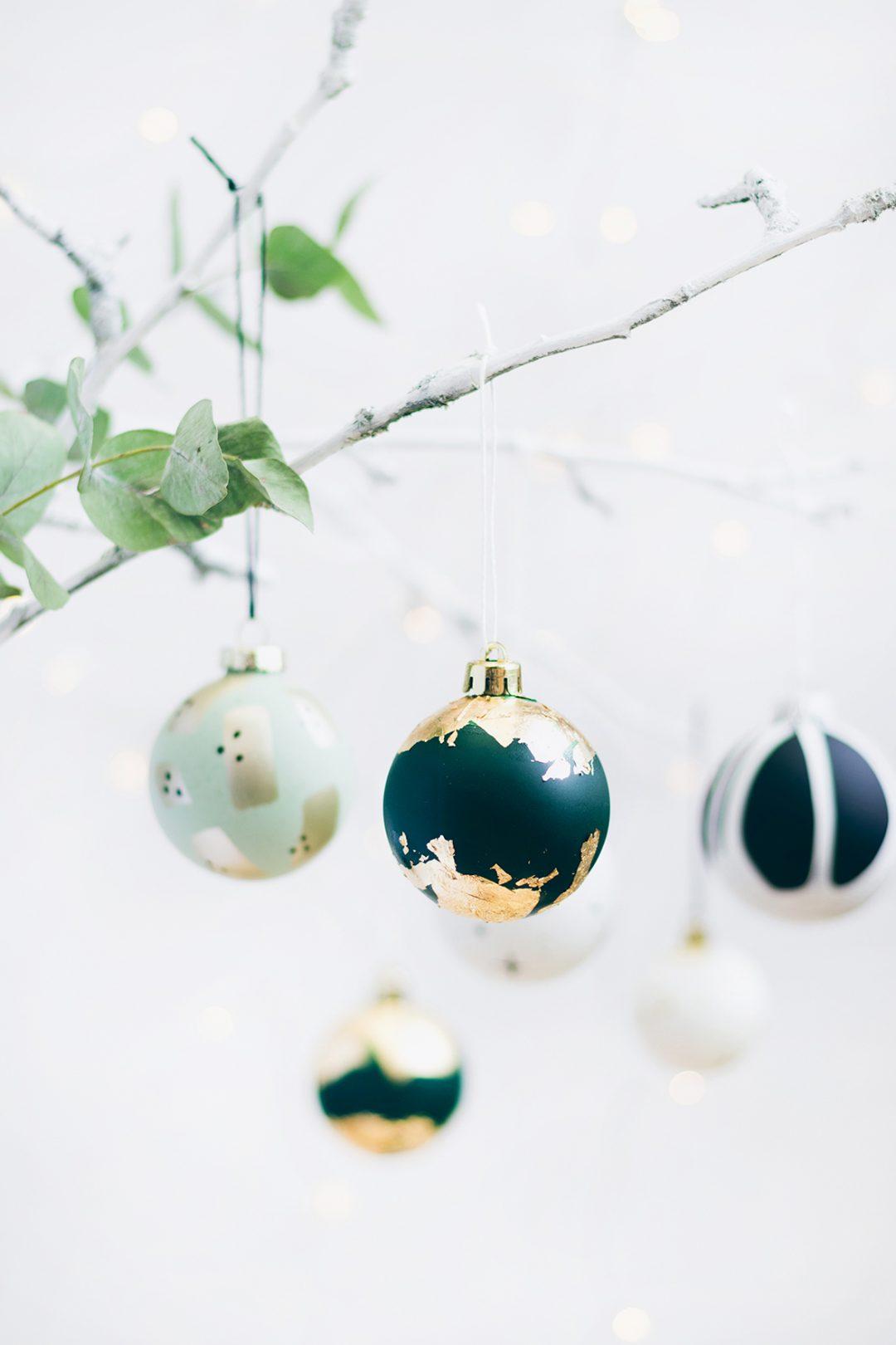 Weihnachtskugeln verzieren