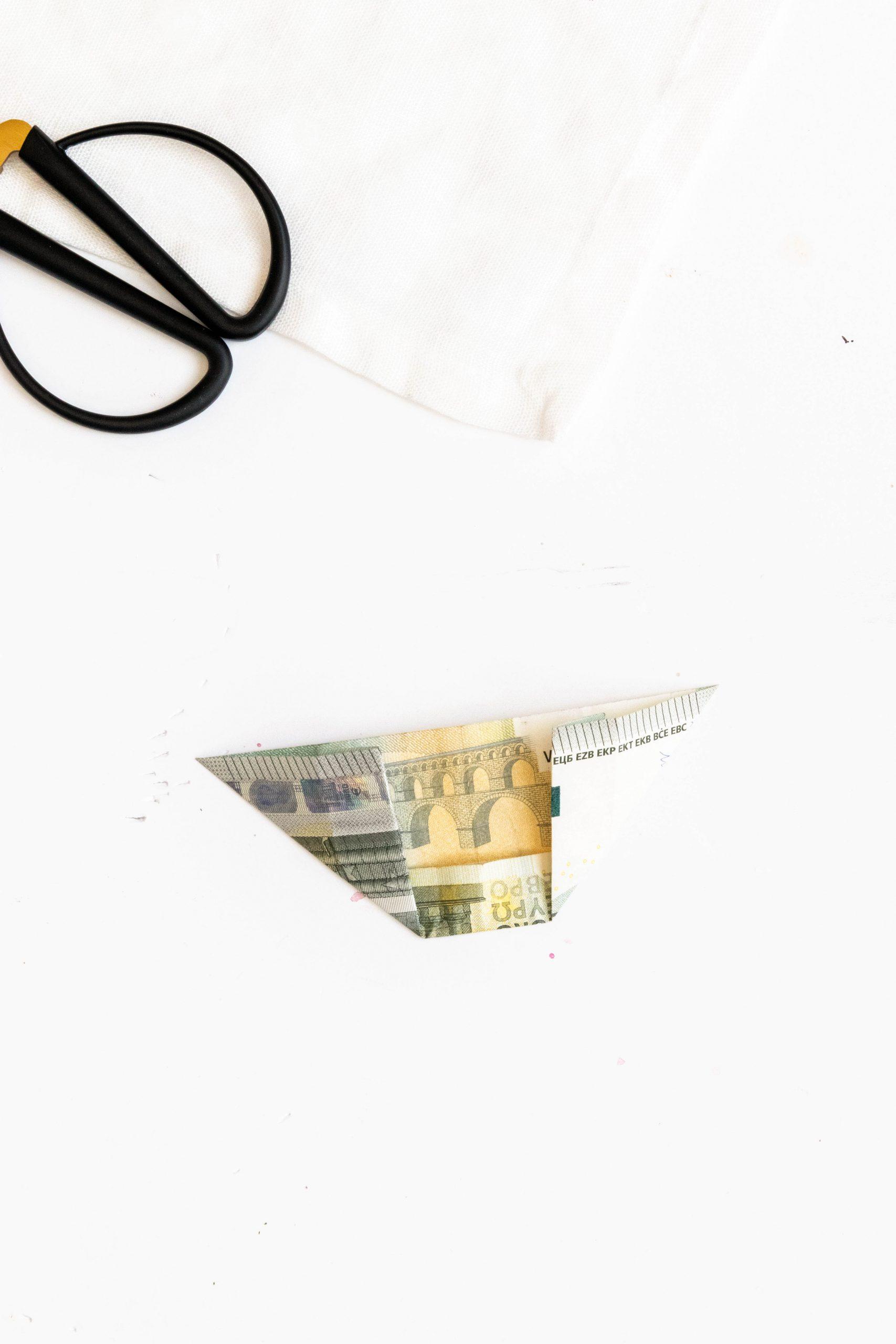 Geldscheine zu Blätter falten